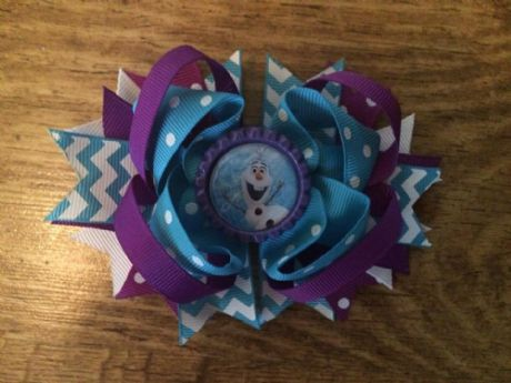 1 x 4.5 INCH OLAF FROM FROZEN PURPLE + BLUE RING HAIRBOW WITH BOTTLE CAP CENTRE WITH ALIGATOR CLIP